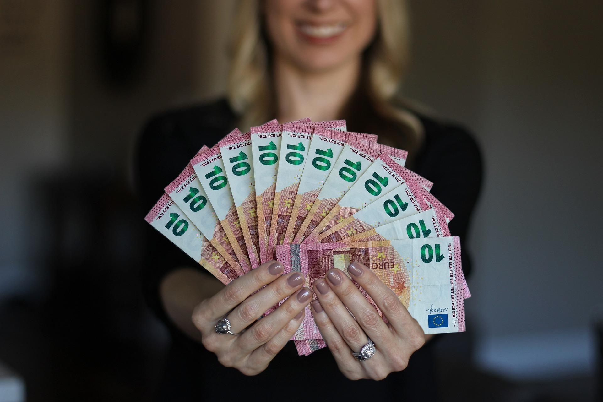 Супруга должна отдать деньги за квартиру, купленную совместно до брака