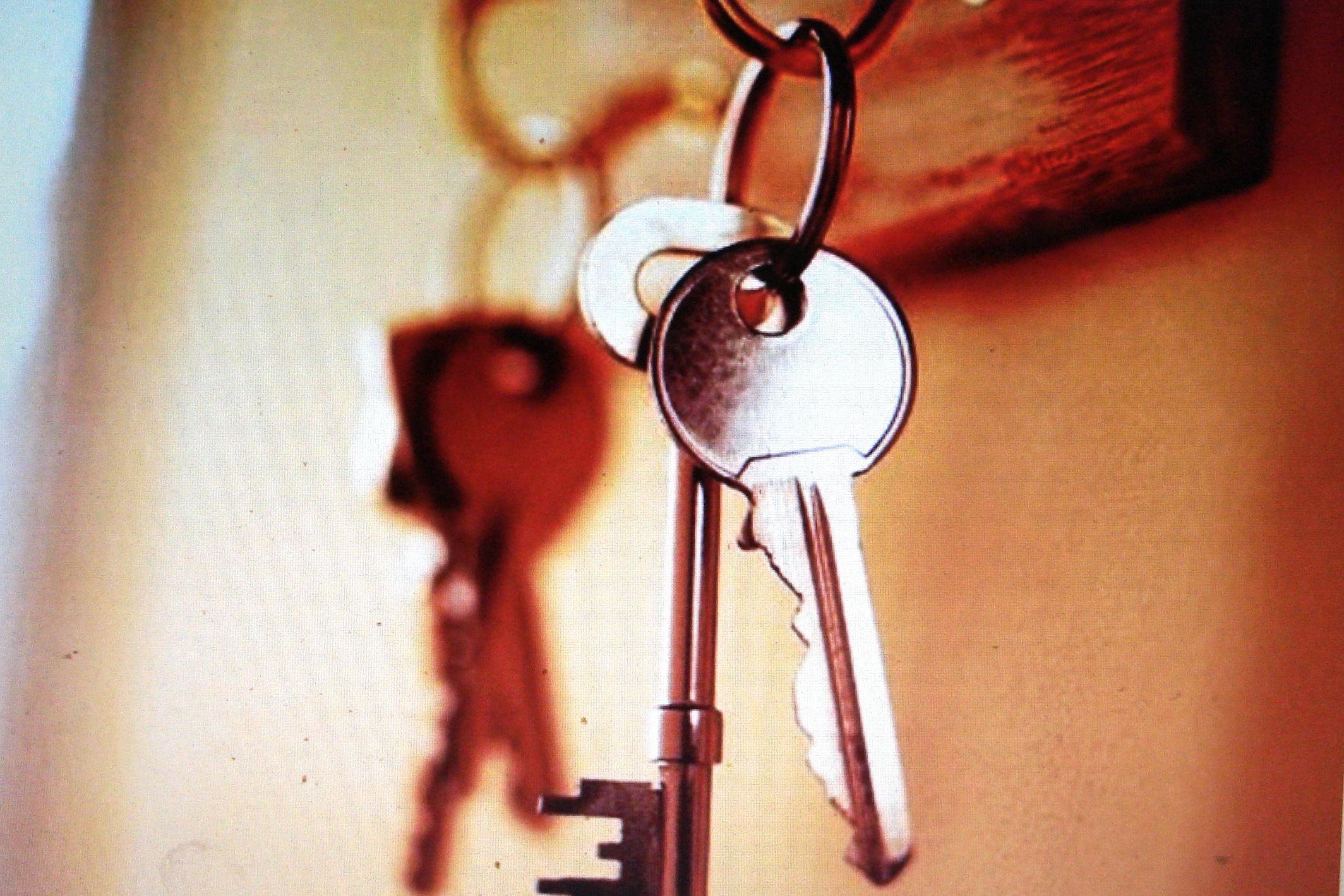 Нечинение препятствий в пользовании жилым помещением